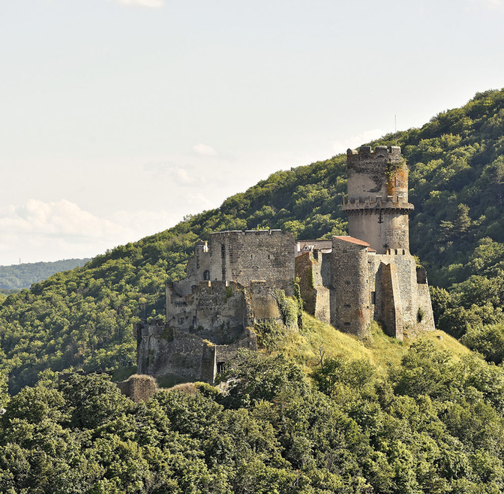 Blick auf den Tournoël Schloss von Enval