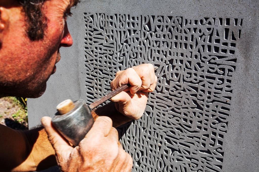 Tailleur de pierre Thierry Courtadon à Volvic