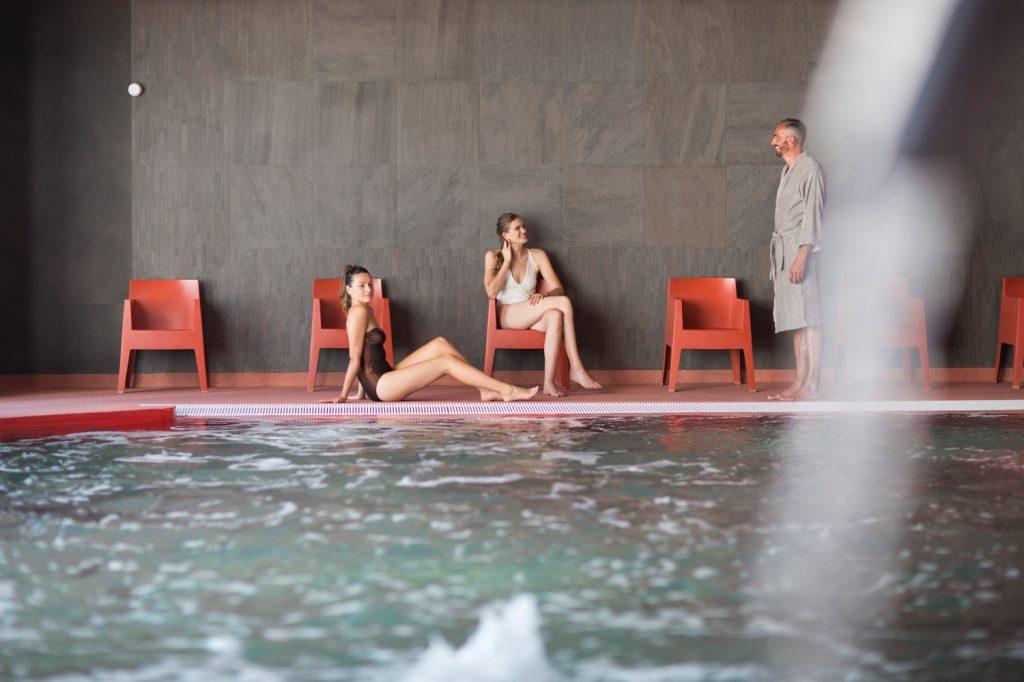 Piscine de l'établissement thermal Aïga resort à Châtel-Guyon