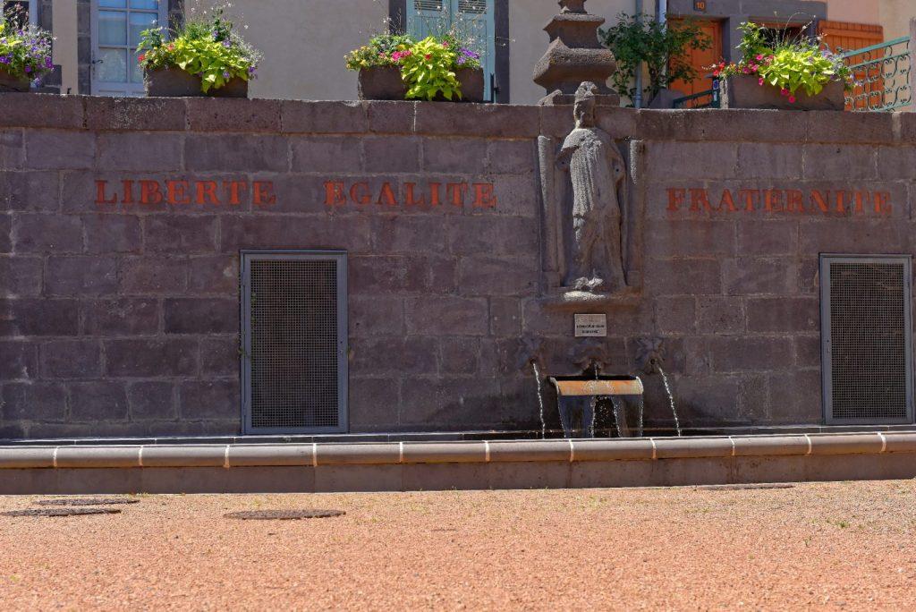 Fontaine Saint-Priest