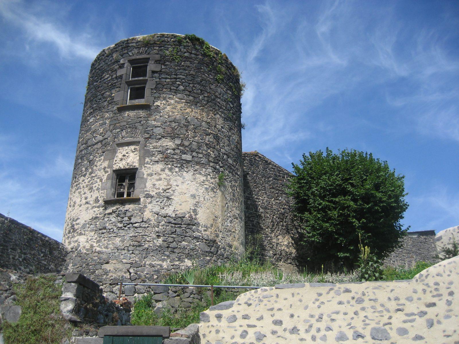 Tour du château à Marsat RLV