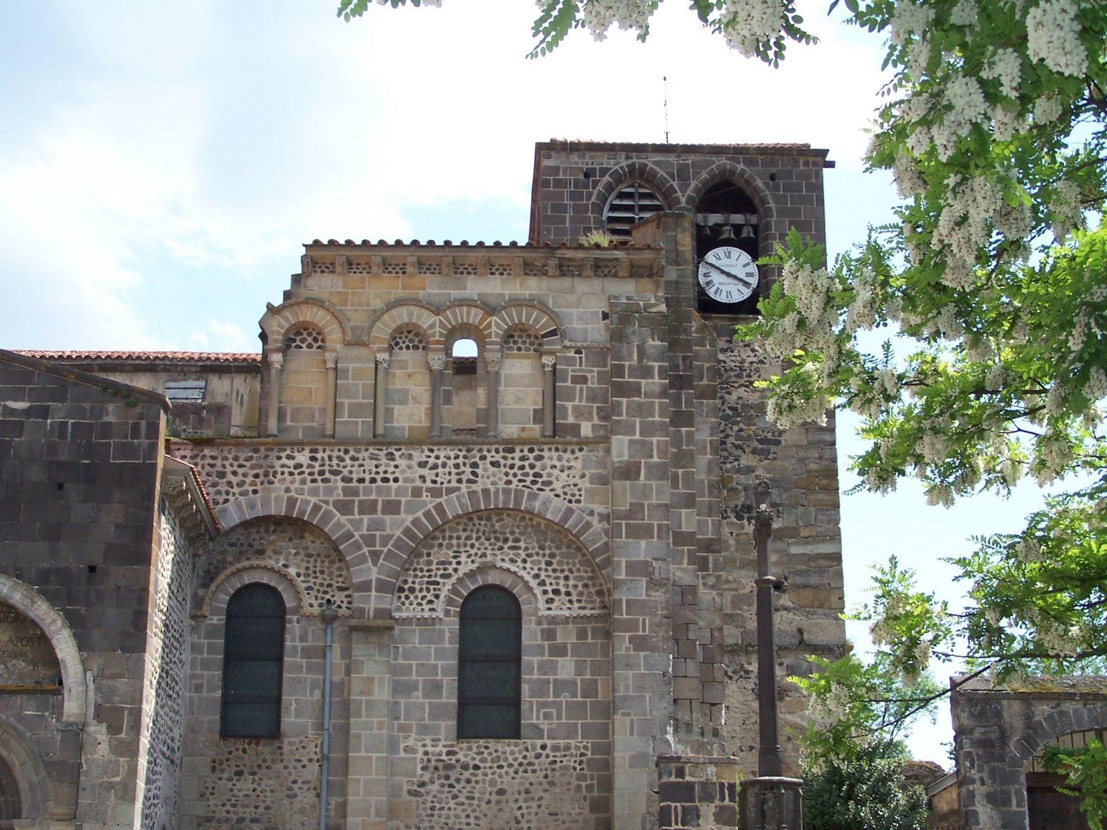 architecture extérieure abbaye – Mozac