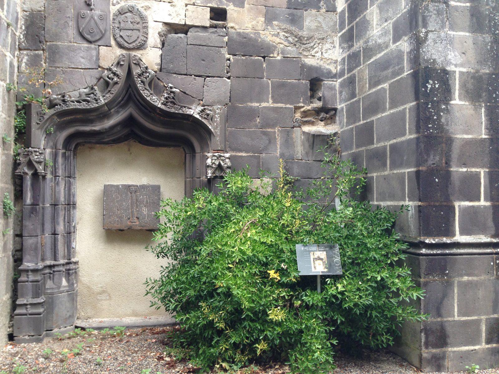 Edifices religieux – abbatiale Mozac – porte gothique