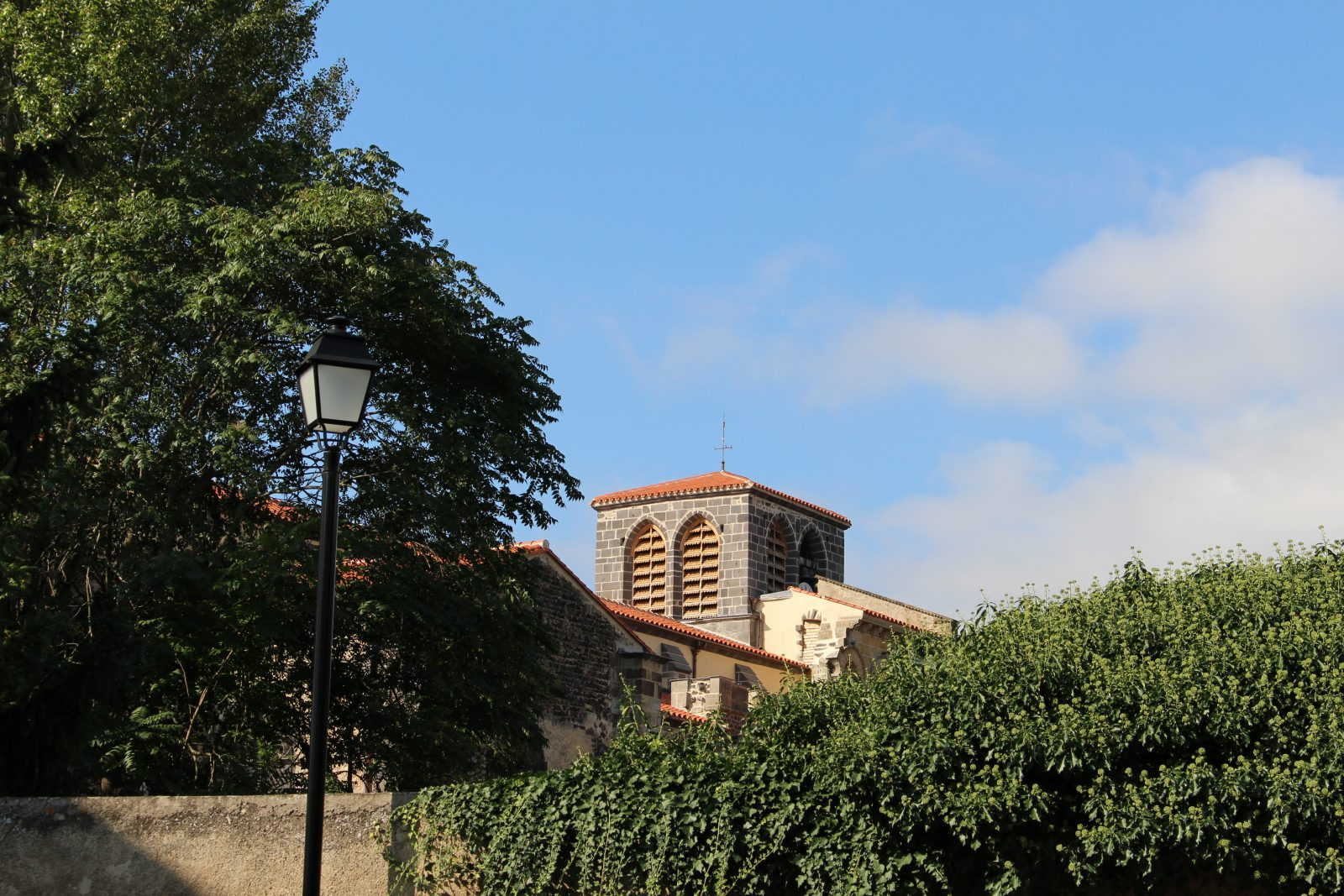 vue clocher abbaye – Mozac