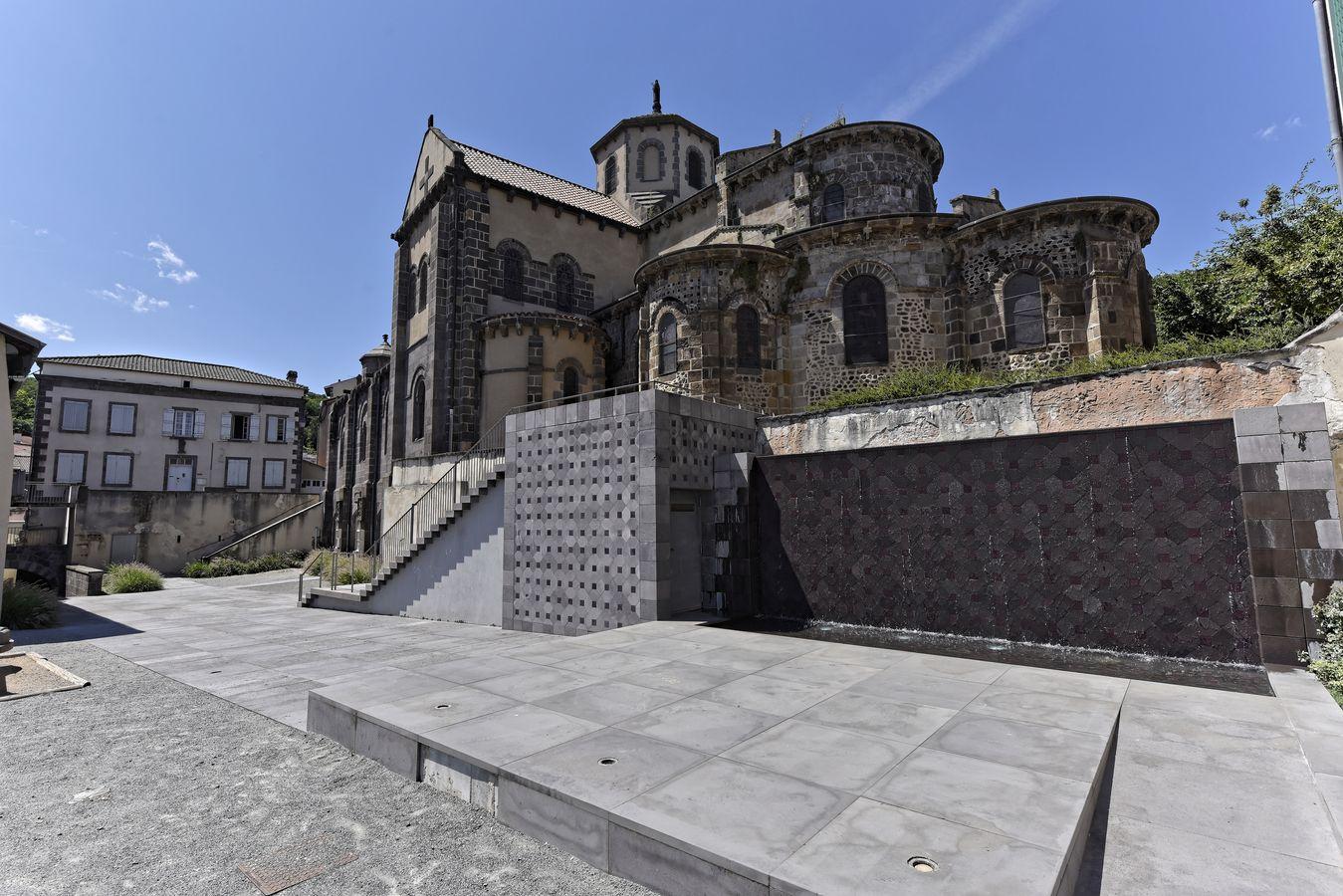 Église Saint-Priest à Volvic