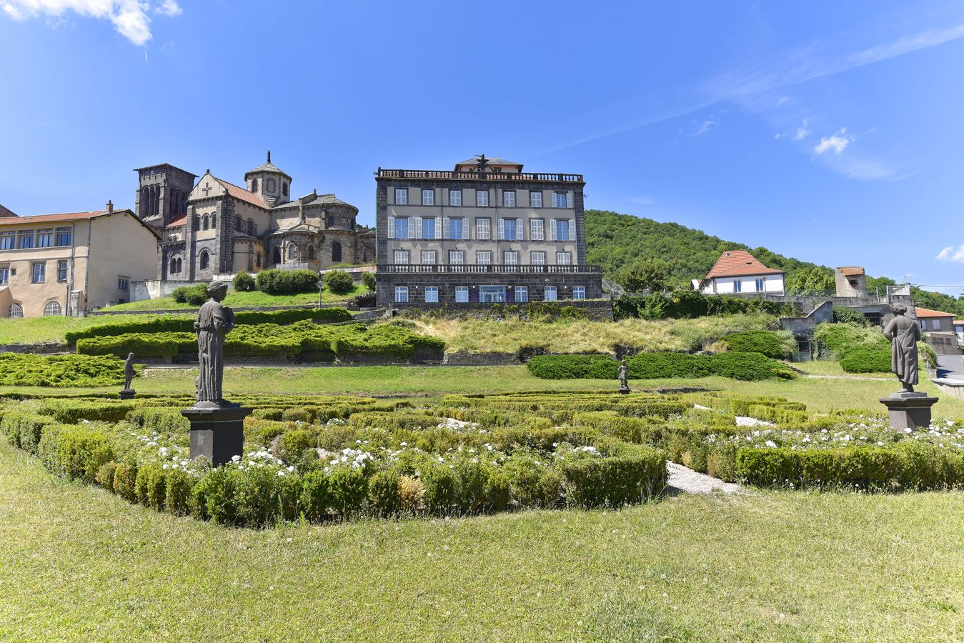 Jardin de Bosredon, musée Sahut, église Saint-Priest à Volvic