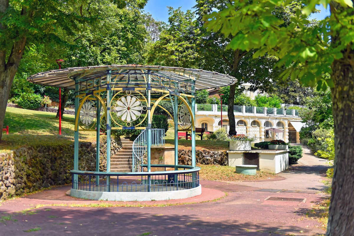 Kiosque au parc thermal de Châtel-Guyon